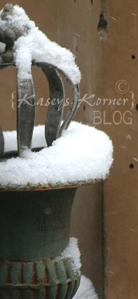 Winter urn