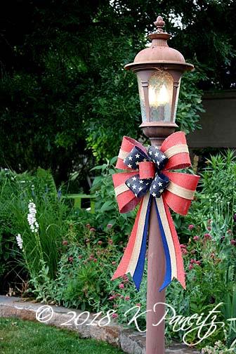 Patriotic lamppost